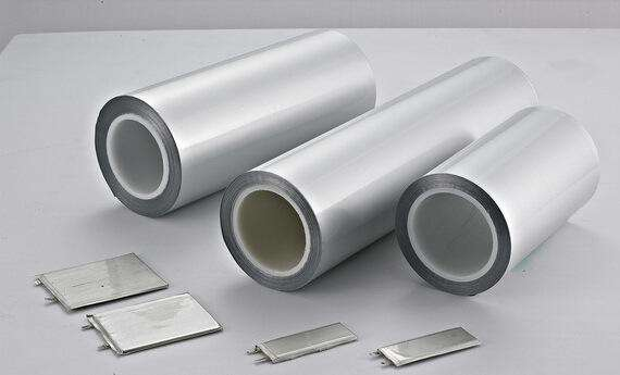 作为锂电池产业链中壁垒最高的关键环节,全球铝塑膜市场一直由日本