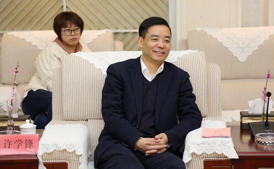 浙江省湖州市人大主任胡菁菁为超威集团鼓劲加油