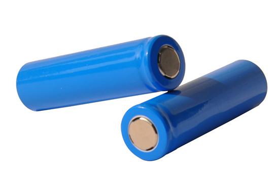 比利时研制新型固态锂电池 充电两小时能量密度达200瓦时