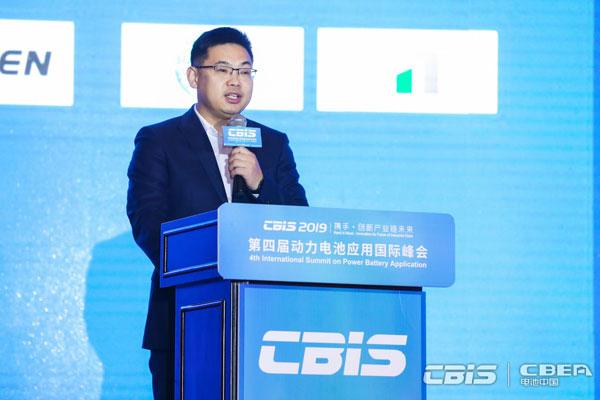 蜂巢能源科技有限公司總經理楊紅新主持會議