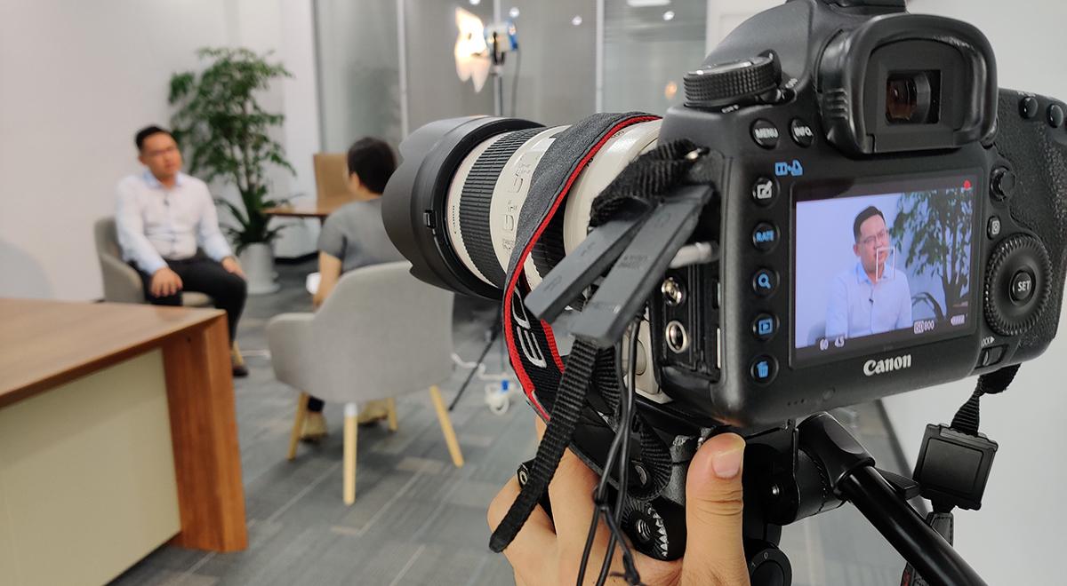 《洞見》節目組采訪蜂巢能源科技有限公司合伙人、總裁楊紅新